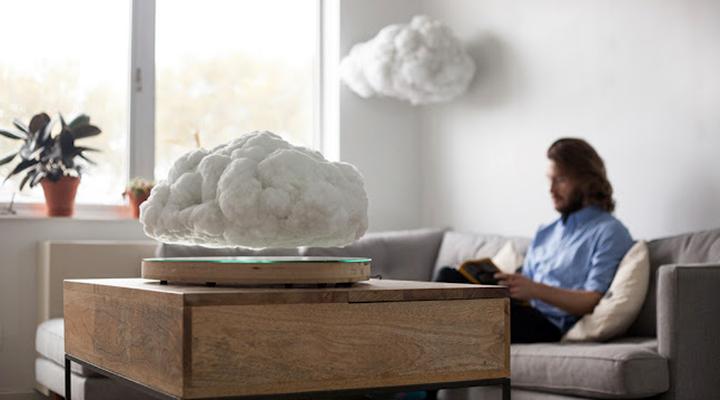 La nuvola che riproduce musica a ritmo di un temporale in casa